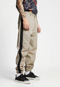 Diesel - P-LEV TROUSERS - Pantalon classique - beige/olive - 0