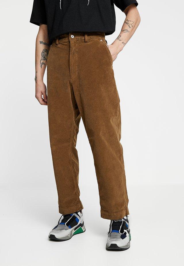 P-FRANKOS TROUSERS - Straight leg -farkut - brown