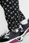 Diesel - P-TOLL-PEACE PANTS - Spodnie materiałowe - black