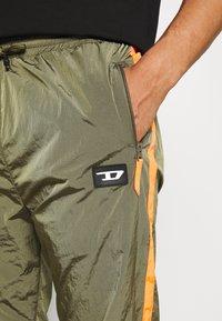 Diesel - DARLEY TROUSERS - Teplákové kalhoty - olive - 6