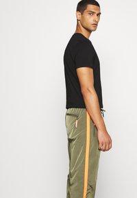 Diesel - DARLEY TROUSERS - Teplákové kalhoty - olive - 3
