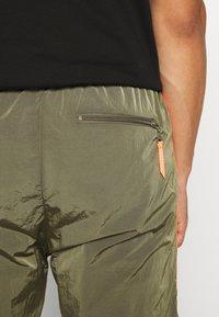 Diesel - DARLEY TROUSERS - Teplákové kalhoty - olive - 4