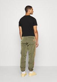 Diesel - DARLEY TROUSERS - Teplákové kalhoty - olive - 2