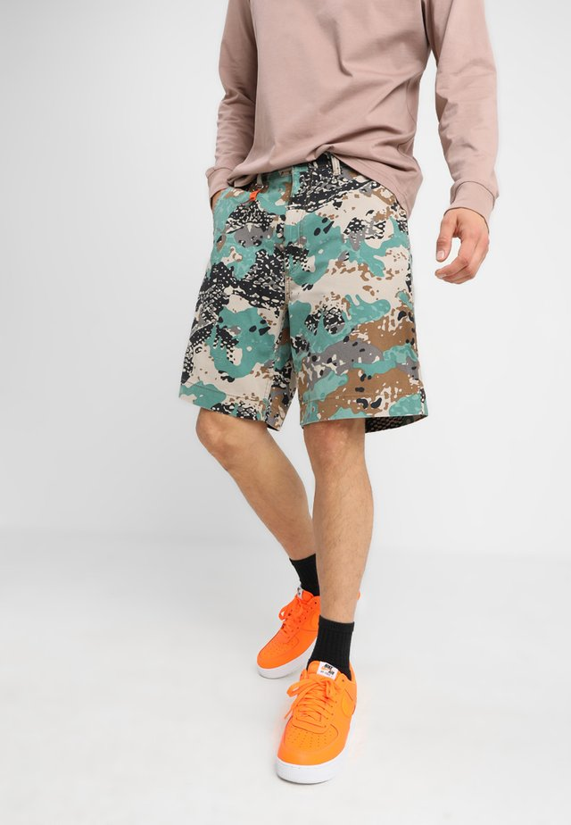 P-FRANK-SHO-CAMOU SHORTS - Shorts - khaki