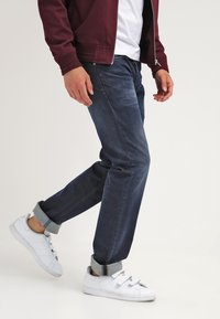 Diesel - LARKEE  - Straight leg jeans - 0853r - 3