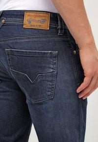 Diesel - LARKEE  - Straight leg jeans - 0853r - 5
