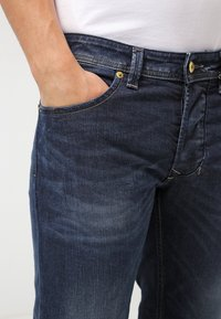 Diesel - LARKEE  - Straight leg jeans - 0853r - 4