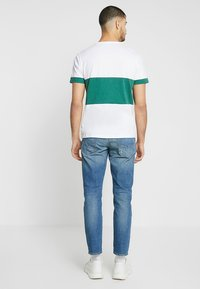 Diesel - LARKEE-BEEX - Straight leg jeans - 089aw - 2