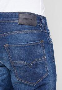 Diesel - LARKEE-BEEX - Jeans Straight Leg - 084gr - 5