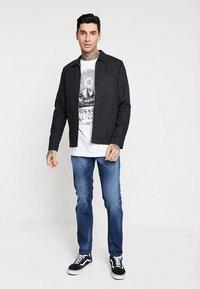 Diesel - LARKEE-BEEX - Jeans Straight Leg - 084gr - 1