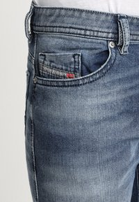 Diesel - THOMMER - Slim fit jeans - 0853p - 5