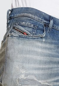 Diesel - D-VIDER - Jeans relaxed fit - 084aq - 5
