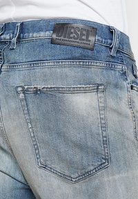 Diesel - D-VIDER - Jeans relaxed fit - 084aq - 3