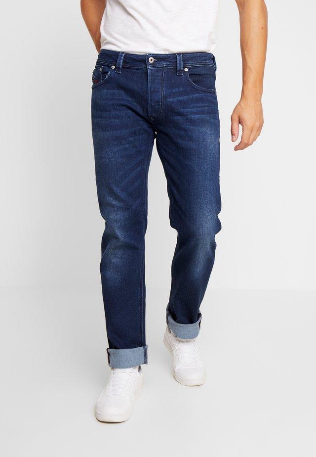 LARKEE - Straight leg jeans - dark blue denim