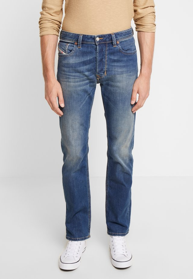 LARKEE - Straight leg jeans - blue denim