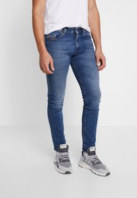 Diesel - THOMMER-X - Slim fit jeans - 0096E01 - 0