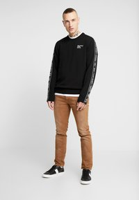 Diesel - THOMMER-SP - Jeansy Slim Fit - ochre - 1