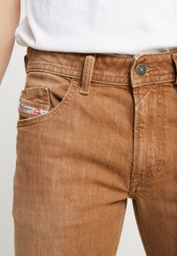 Diesel - THOMMER-SP - Jeansy Slim Fit - ochre - 3