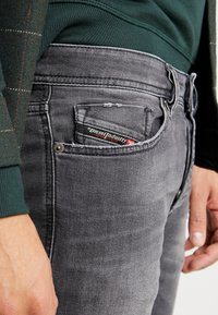 Diesel - SLEENKER - Jeans Skinny - 069jr02 - 4