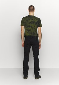 Diesel - LARKEE - Straight leg -farkut - black denim - 2