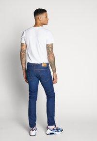 Diesel - THOMMER-X - Slim fit jeans - 0095z01 - 2