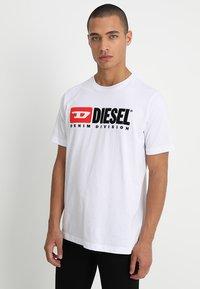 Diesel - T-JUST-DIVISION - Triko spotiskem - weiss - 0