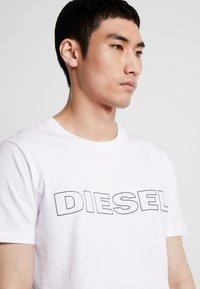Diesel - UMLT-JAKE T-SHIRT - T-shirt con stampa - white - 4