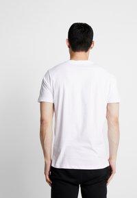 Diesel - UMLT-JAKE T-SHIRT - T-shirt con stampa - white - 2