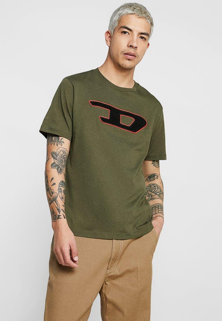 Diesel - T-JUST-DIVISION-D T-SHIRT - T-shirt print - olive