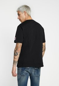 Diesel - T-JUST-DIVISION-D T-SHIRT - T-shirts med print - black - 2