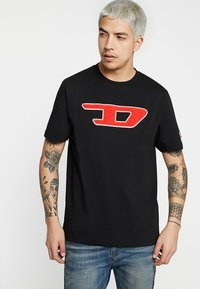 Diesel - T-JUST-DIVISION-D T-SHIRT - T-shirts med print - black - 0