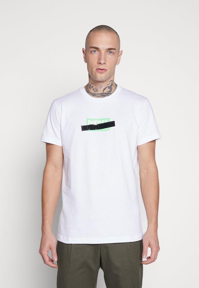 DIEGO - Printtipaita - white