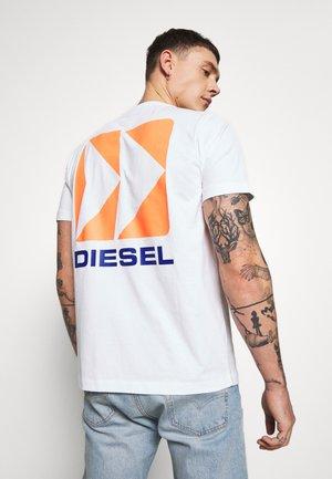 BMOWT-JUST-B T-SHIRT - T-shirts med print - white