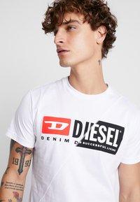 Diesel - T-DIEGO-CUTY - Triko spotiskem - white - 3