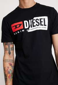 Diesel - T-DIEGO-CUTY - T-shirt con stampa - black - 5