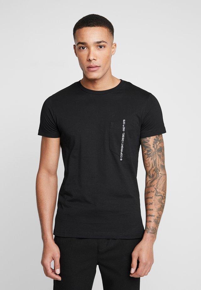 T-RUBIN-POCKET-J1  - T-shirts print - black