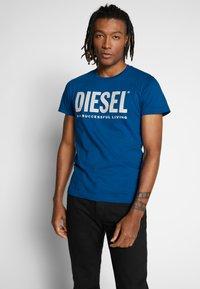 Diesel - T-DIEGO-LOGO T-SHIRT - T-shirt con stampa - blue - 0
