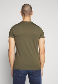 Diesel - T-DIEGO-LOGO T-SHIRT - T-shirt con stampa - khaki - 2