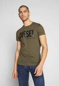 Diesel - T-DIEGO-LOGO T-SHIRT - T-shirt con stampa - khaki - 0