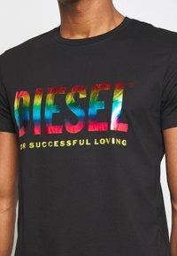 Diesel - PRIDE BMOWT-DIEGO-NEW - T-shirts print - black - 5