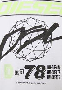 Diesel - T-DIEGOS-K34  - T-shirt con stampa - white - 2