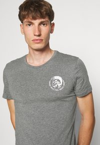 Diesel - UMTEE RANDALTHREEPACK - T-shirts print - black/green/grey - 5