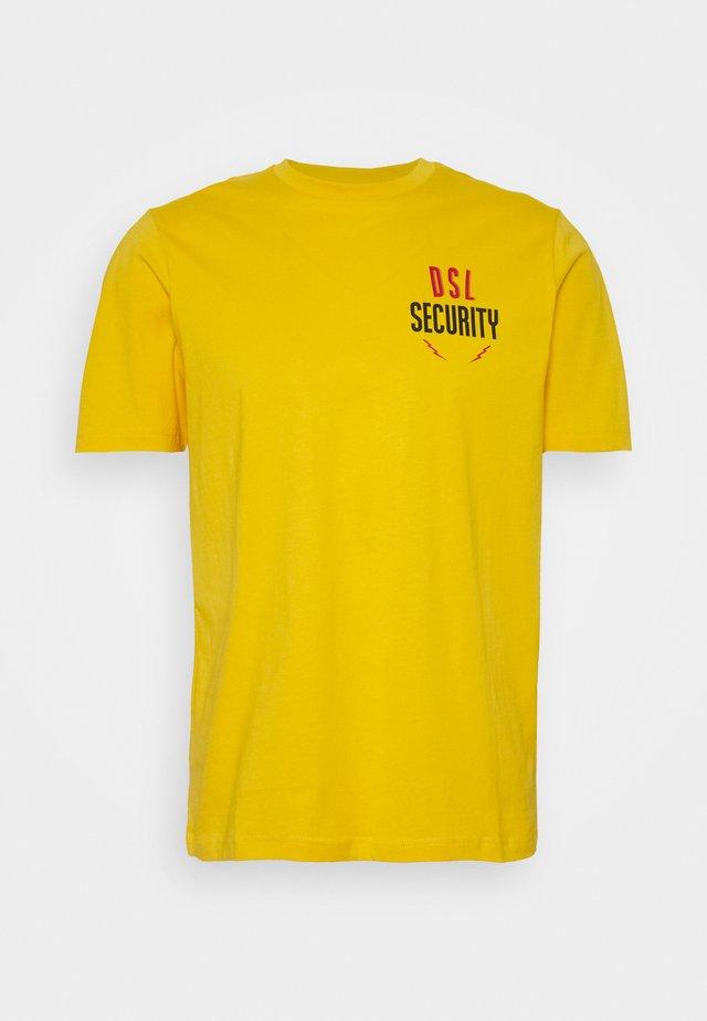 T-JUST-N41 T-SHIRT - Print T-shirt - yellow