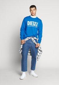 Diesel - GIR DIVISION LOGO - Collegepaita - blue - 1
