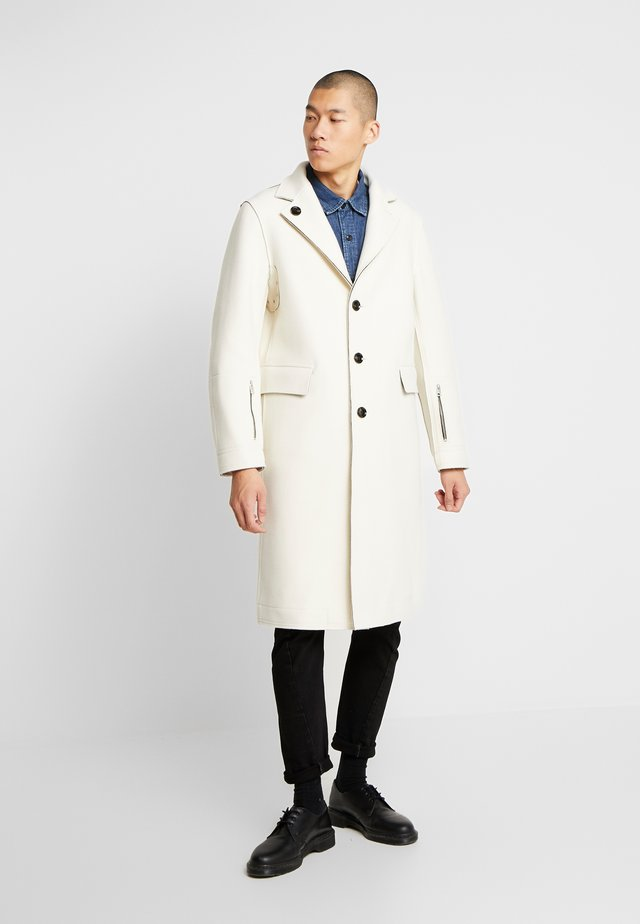 COLBERT JACKET - Villakangastakki - star white