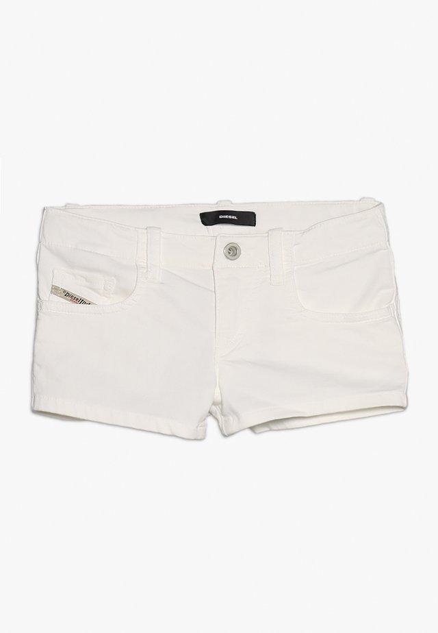 PRIRAZ-N CALZONCINI - Jeansshort - white