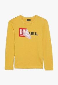 Diesel - TOBBY SLIM 2 C-C T-SHIRT - Longsleeve - giallo pasta - 0