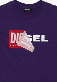Diesel - TOBBY SLIM 2 C-C T-SHIRT - T-shirt à manches longues - intense purple - 3