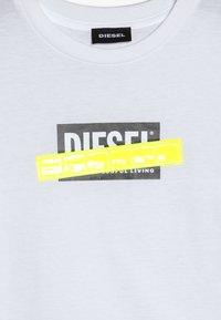 Diesel - TJUSTDIE - T-shirt med print - bianco - 3