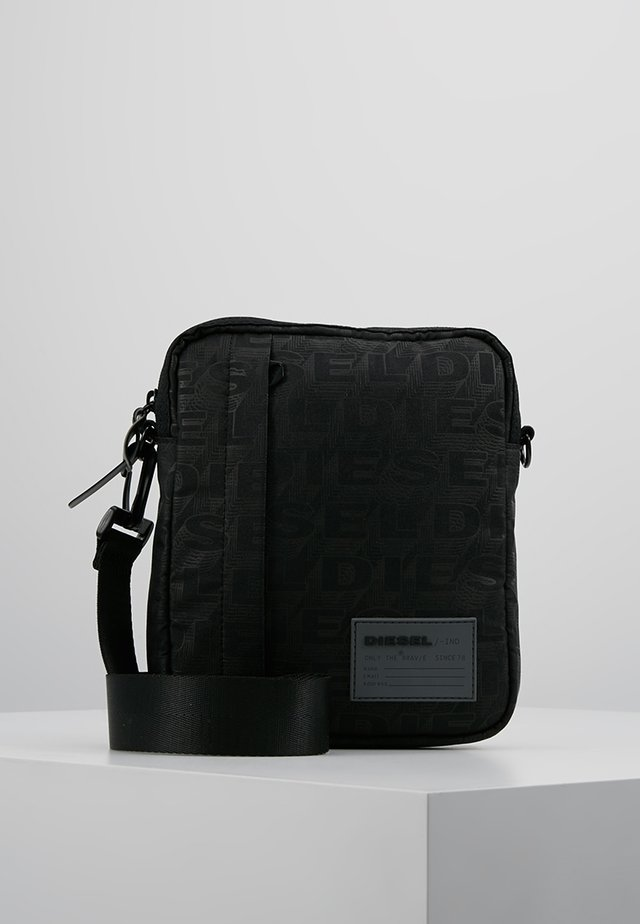 DISCOVER-ME ODERZO CROSS BODYBAG - Olkalaukku - black
